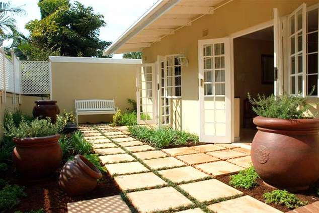 1/7 - Private garden - 195 on Innes - Self Catering Cottage Accommodation in Morningside, Durban