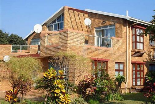 1/8 - 5 Coral Beach - Self Catering Apartment Accommodation in Hibberdene