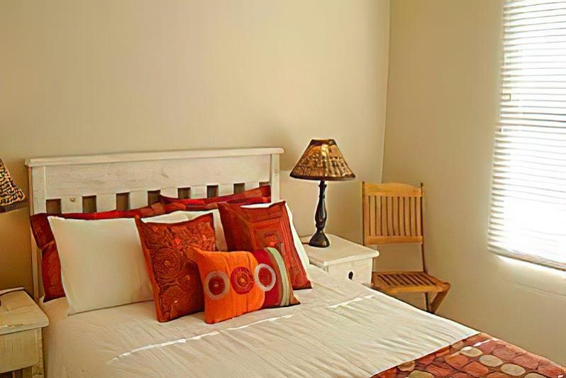 main bedroom en suite (with sea view)