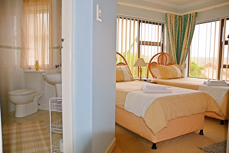 Second bedroom with en suite bathroom (Shower, wash-basin & WC)