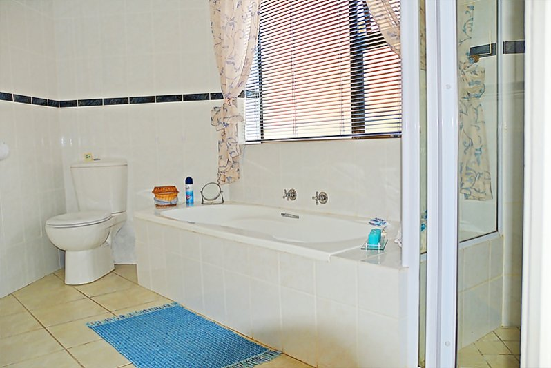 Main en suite bathroom (Bath, shower, wash-basin & WC)