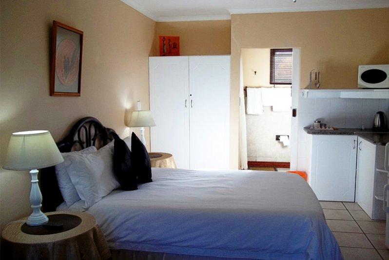 Semi Self catering roomn with double bed and 2 singles.