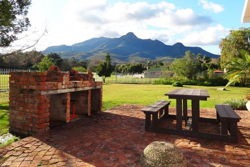 Private barbecue area overlooking the Outeniqua Mountains