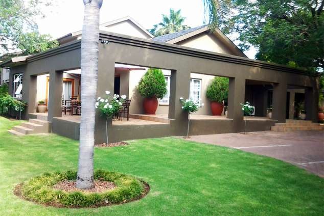 1/17 - Front Garden/Entrance