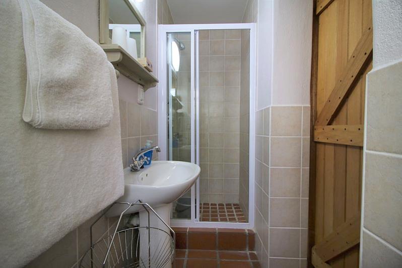 Villa second bedroom en-suite shower only