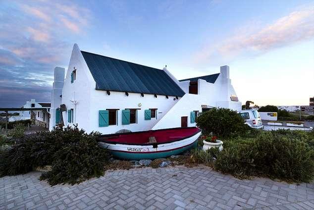 1/12 - Beachwalker's Cottage in Paternoster