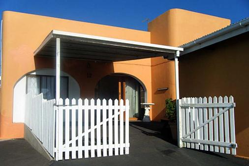1/10 - Entrance to Cottage A, 4-6 people - Umhlanga Rocks Self Catering Accommodation