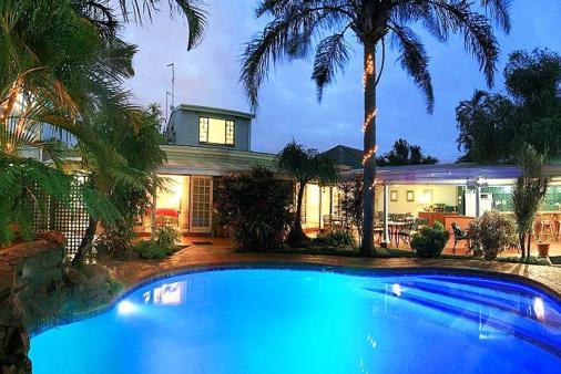 1/10 - Chelsea Villa Guesthouse - Bed & Breakfast Accommodation in Glenwood, Durban