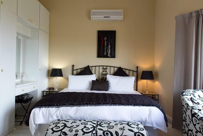 Bedroom - The Bay Suite