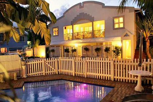 1/8 - Flamingo Lodge - Guest House Accommodation in Umhlanga Rocks