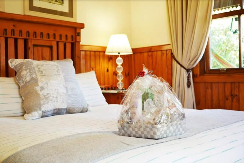 Luxury cottages offer a Queen bed in Main Bedroom