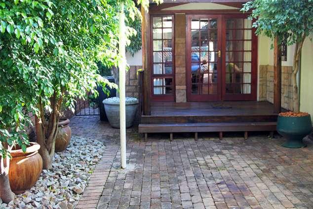 1/20 - Gratia Cottage Front Entrance
