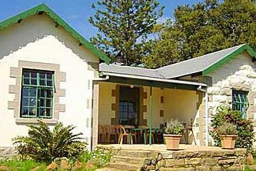 1/7 - Front view of the house - Guest Farm Accommodation in Central Drakensberg