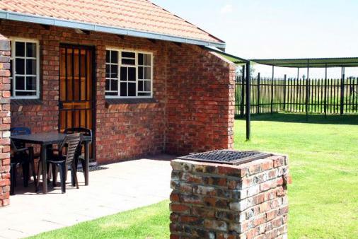 1/8 - The Hummingbird - Self Catering Accommodation in Ermelo, Mpumalanga