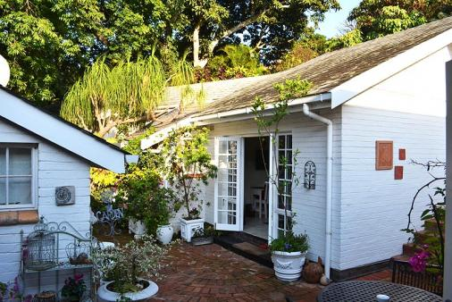 1/12 - Guest Courtyard - Bed & Breakfast Accommodation in Westville, Durban