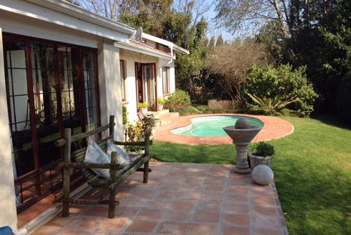 1/19 - Outside patio and pool - Bed & Breakfast Accommodation in Hilton, Pietermaritzburg
