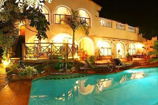 1/8 - La Loggia Bed & Breakfast - Bed & Breakfast Accommodation in Umhlanga Rocks