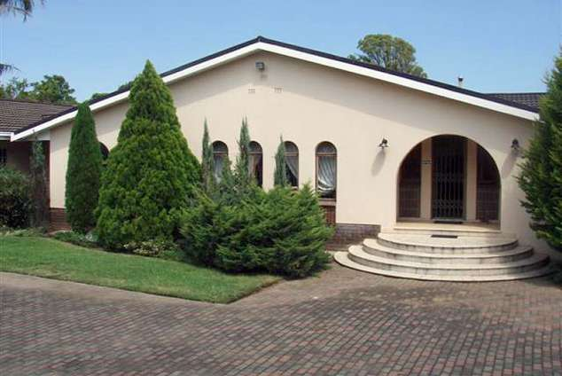 1/12 - Martine @ 201 - Self Catering House Accommodation in Vryheid