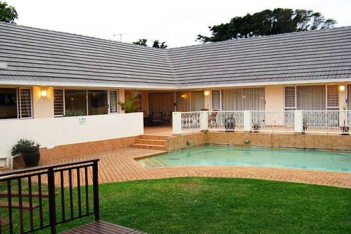1/18 - Front of house with garden & pool - Bed & Breakfast Accommodation in Durban North