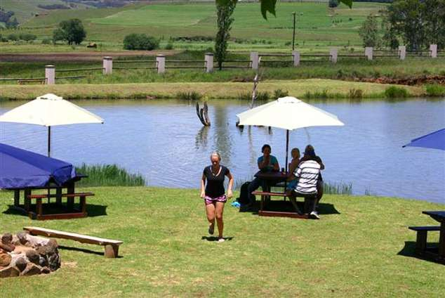 1/12 - Summer at the water's edge - Self Catering Accommodation in Underberg, Drakensberg