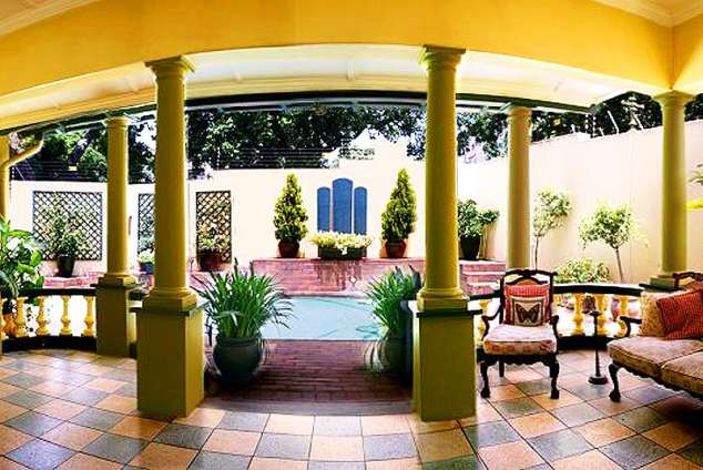 1/8 - VIEW FROM DINING ROOM TO POOL AREA - Bed & Breakfast Accommodation in Glenwood