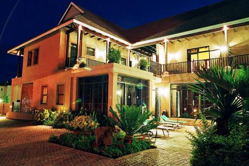 1/8 - Bed & Breakfast accommodation in Ballito - Sak 'n Pak Luxury Guest House