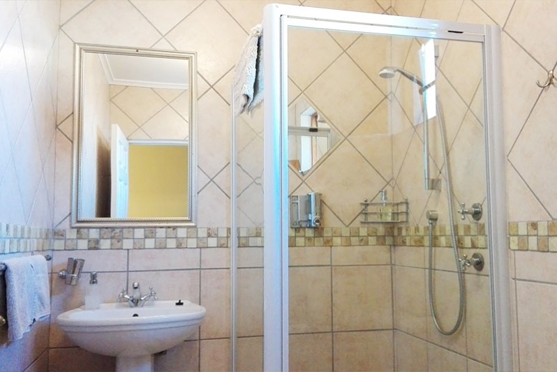 Medway room bathroom