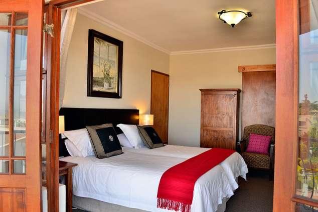 sea whisper guest house jeffreys bay accommodation jeffreys bay bed breakfast accommodation. Black Bedroom Furniture Sets. Home Design Ideas