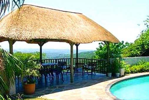 1/7 - Thatched deck and swimming pool