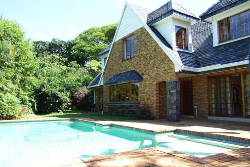 1/8 - Relax and braai/barbeque - Self Catering Cottage Accommodation in Durban North