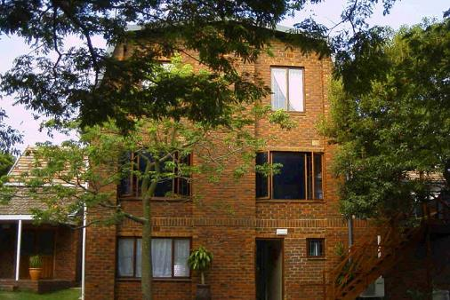 1/8 - Side view - Bed & Breakfast accommodation in Athlone Park -TaylorMade Accommodation