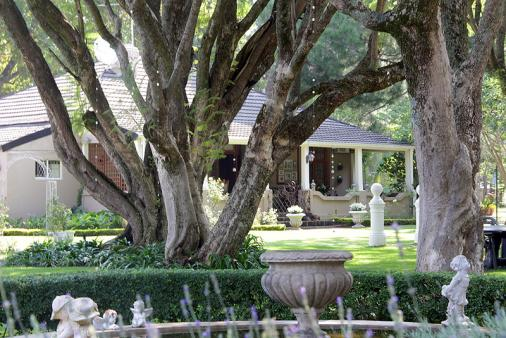 1/12 - The Farmhouse Lodge - Bed & Breakfast Accommodation in Newcastle