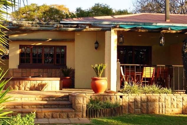 1/17 - UNIT NO: 5 (Can sleep 4 or 6 people) Self Catering Two Bedroom Unit