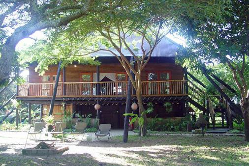 1/27 - Villa sleeps 8 - Self Catering Accommodation in Bilene, Mozambique