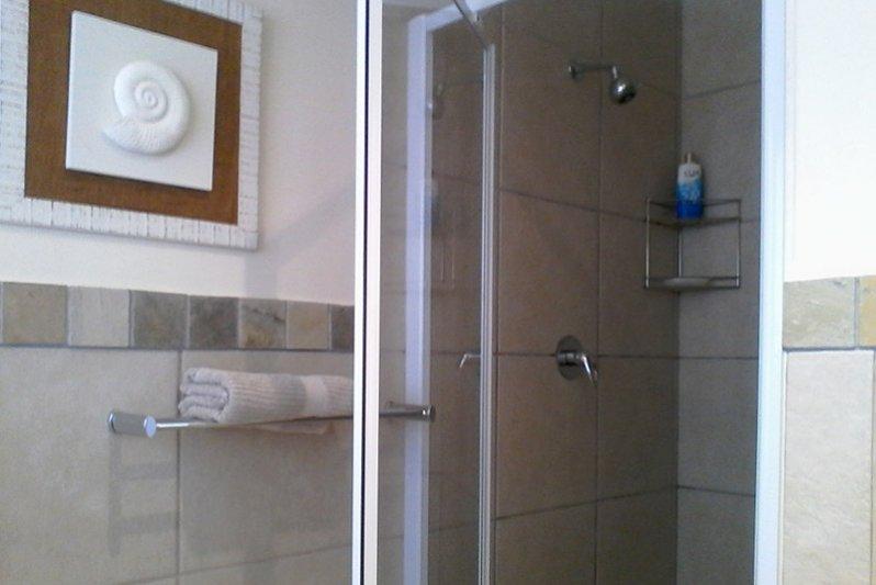 Shower King-bedroom