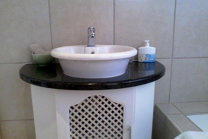 Wash basin King-bedroom