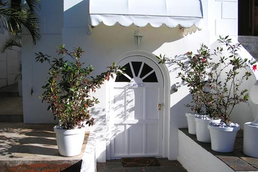 1/8 - Sir Harveys Bed & Breakfast - Bed & Breakfast Accommodation in Glenwood, Durban
