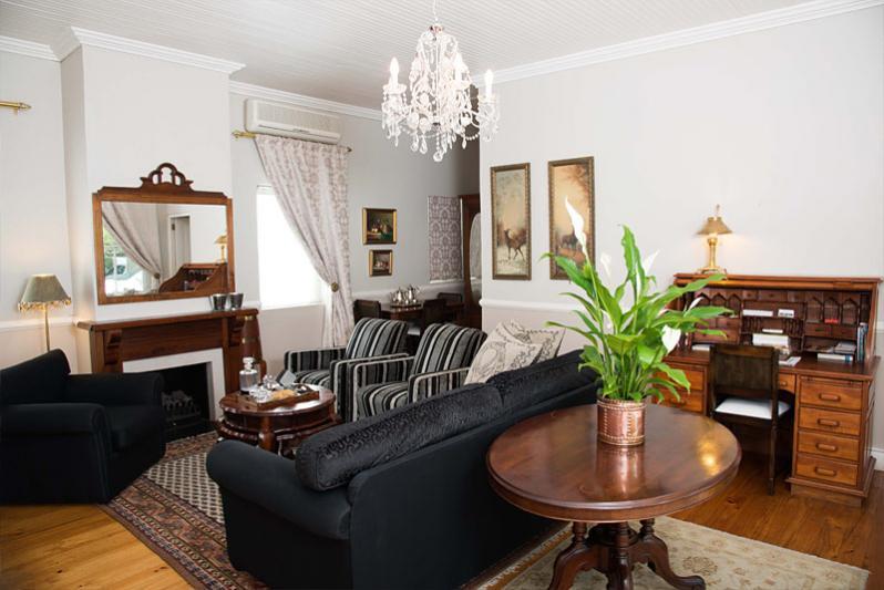 Lounge between Twin Room 1&2