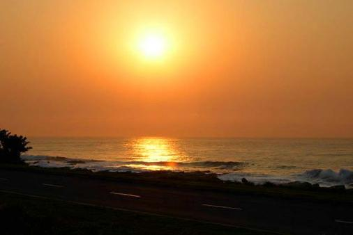 1/8 - Sunrise as seen from the unit - Self Catering Apartment Accommodation in Uvongo, South Coast