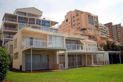 1/10 - Glitter Bay Building - Self Catering Apartment Accommodation in Umhlanga Rocks