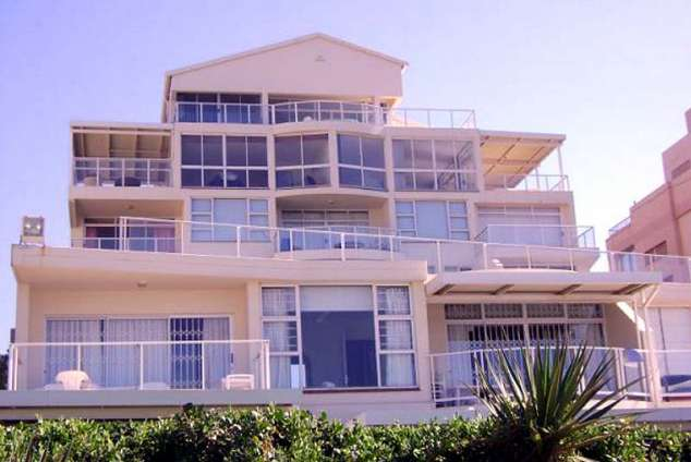 1/11 - Building - Self Catering Beachfront Apartment Accommodation in Umhlanga Rocks