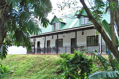 1/10 - La Familia Guest-house - Bed & Breakfast accommodation in Pinetown