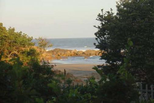 1/8 - 60 seconds from the beach - Self Catering House Accommodation in Leisure Bay
