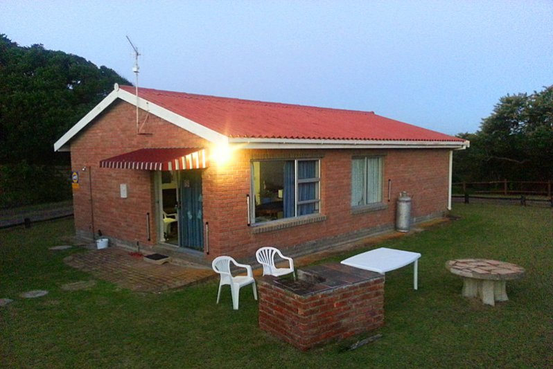 Side view of the cottage with braai area