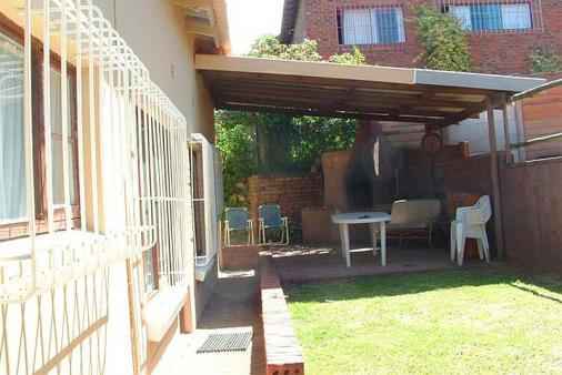 1/8 - Undercover braai area - Self Catering Accommodation in Margate, South Coast