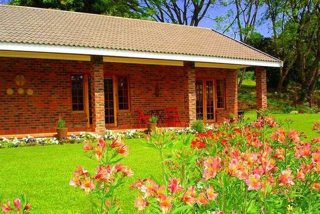 1/8 - Front Veranda - Bed & Breakfast accommodation in Assagay