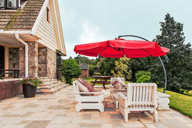 1/15 - Front patio - Bed & breakfast accommodation in Bothas Hill