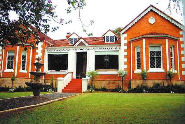 1/8 - D' Vigne Lodge - Bed & Breakfast Accommodation in Greytown