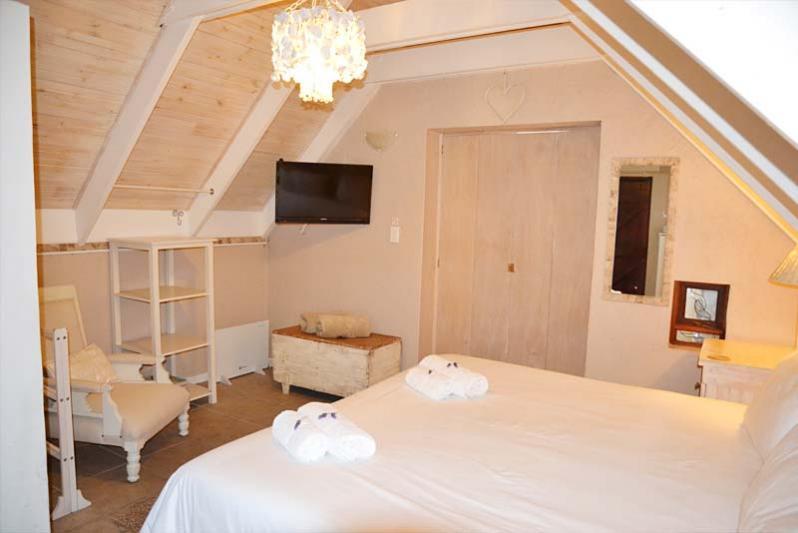 Bedroom. (Full DSTV)