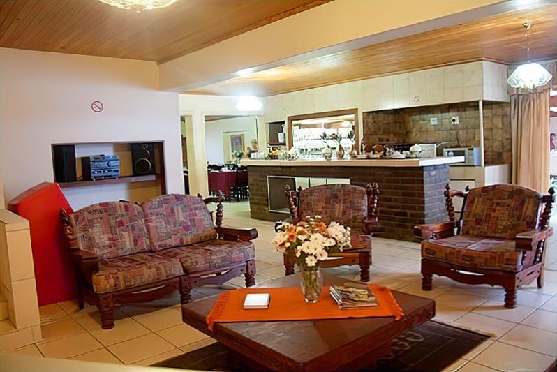 Lounge Area / Breakfast Nook